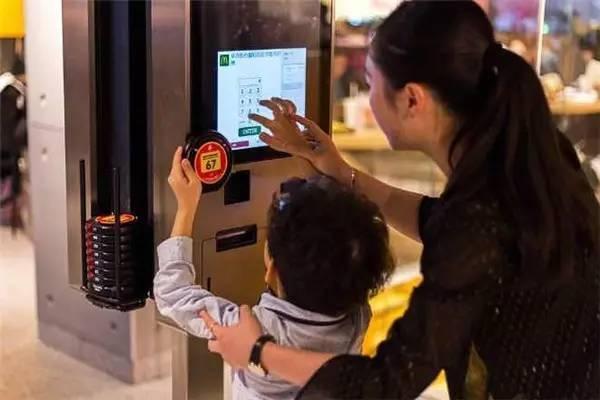"""麦当劳的""""未来2.0""""概念餐厅落户深圳 餐饮行业如何实现数字化变革"""